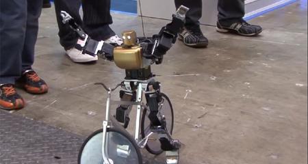 Robot lái xe đạp như người