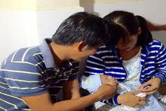 Gia đình bé trai bị đâm xuyên sọ hạnh phúc ngày tái khám