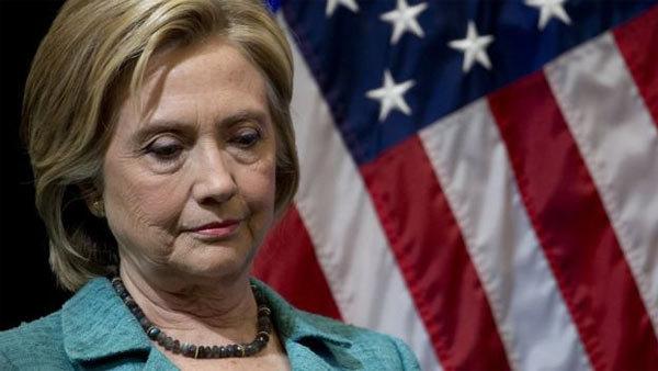 Bước 'xuống nước' nhọc nhằn của Hillary Clinton