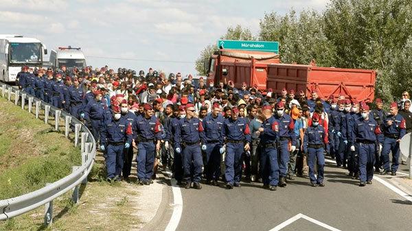 Quân đội Hungary tập trận chặn di dân