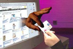 Lừa trúng thưởng trên Facebook, Zalo, Viber... chiếm đoạt 8,3 tỷ đồng