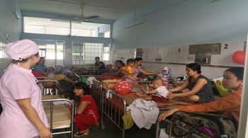 TP.HCM: Quá tải trẻ nhập viện vì bệnh tay chân miệng
