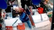 Thanh niên đánh bà già dã man trong siêu thị
