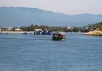 Tàu hỏng máy trôi dạt trên biển, đe dọa tính mạng 13 ngư dân