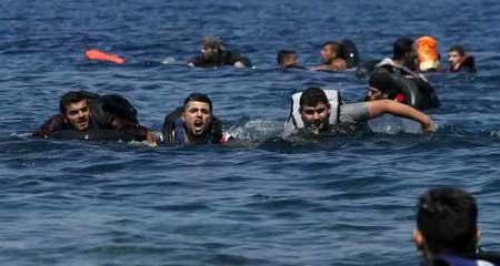 Xuồng xì hơi, người tị nạn chới với giữa biển