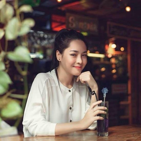 Gia cảnh khó khăn của 'hotgirl thẩm mỹ' Việt