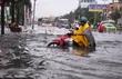 Sài Gòn ngập như sông, dân vật vã tìm đường về nhà