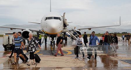 'Sân bay ma' Tây Ban Nha đón chuyến bay đầu tiên