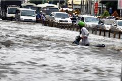 Người Sài Gòn ngụp lặn trong nước