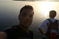 Hành trình bơi vượt biển tới trời Âu của hai người Syria