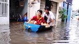Chèo xuồng ở khu dân cư 'ốc đảo' giữa Sài Gòn