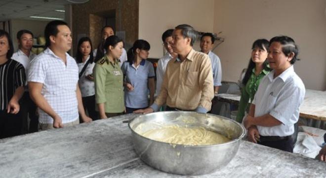 Bánh Trung thu nức tiếng Bảo Phương bị dừng hoạt động vì mất vệ sinh