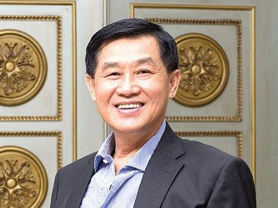 Bố chồng Hà Tăng: Tiền sẽ chảy vào túi tôi