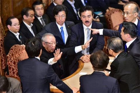 ẩu đả, nghị sĩ , Nhật