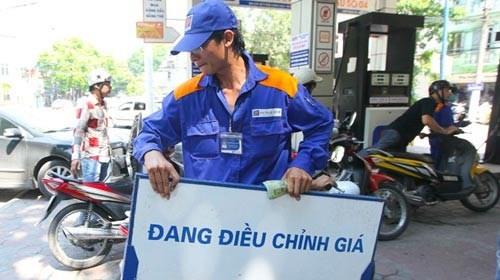 Giá xăng dầu sẽ tăng khoảng 500-600 đồng/lít?