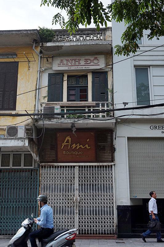 Những biển hiệu hoài cổ trăm tuổi trên phố Hà Nội