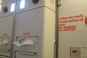 Hút thuốc trên máy bay, hai hành khách bị phạt 8 triệu