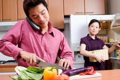 Bi hài chuyện chồng ở nhà làm bảo mẫu, vợ đi kiếm tiền