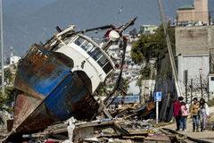 Chile ban bố tình trạng khẩn cấp sau động đất-sóng thần