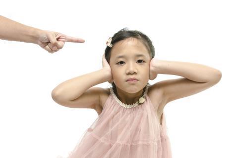 'Thương con hay dạy con vô cảm, bất hiếu'?