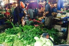 Một trận mưa to, rau xanh tăng giá gấp đôi