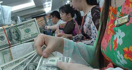 Hoảng loạn Trung Quốc, lo sợ Mỹ: Rối loạn vàng, USD