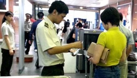 Phát hiện nữ hành khách dùng giấy tờ giả lên máy bay
