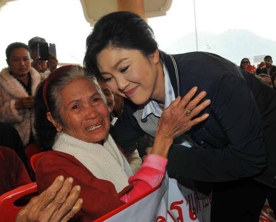 Cựu Thủ tướng xinh đẹp Thái Lan phải bồi thường trăm tỷ