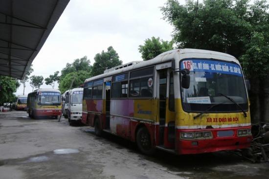 Bãi ôtô tiền tỷ của đại gia làng Bắc Giang