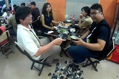 Quán nhậu Sài Gòn cho khách đập bát để xả stress