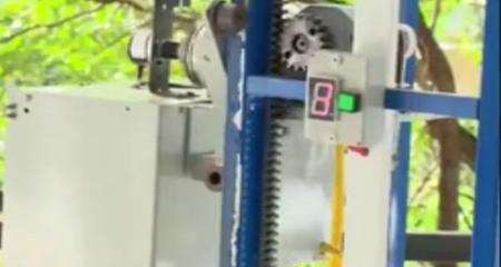 Sinh viên cơ khí phát triển hệ thống thang máy điều khiển từ xa