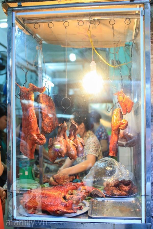Rớt nước miếng với 2 hàng thịt quay ngon 'thương hiệu' của Hà Nội