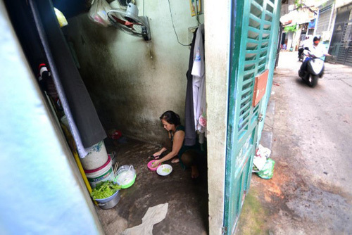 Bi hài chuyện sống trong nhà siêu nhỏ giữa Sài Gòn