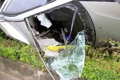 Hà Nội: Đập kính ô tô cứu người tai nạn