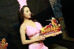 """""""Bồ cũ Bùi Anh Tuấn"""" lộ ảnh hậu trường nhạy cảm khi hoá thân thành Thỏ Ngọc Playboy"""
