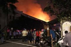 Cháy lớn ở Biên Hòa, 3.000m2 nhà xưởng bị thiêu rụi