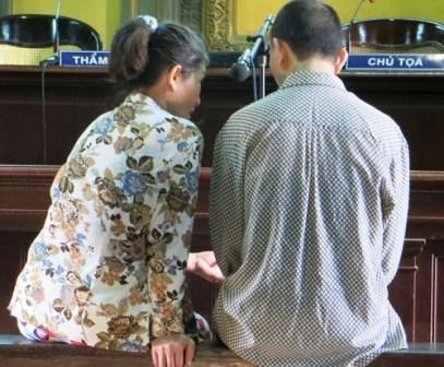Chồng nằng nặc đòi vợ trả chỉ vàng trước tòa để đi lấy vợ mới
