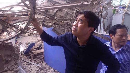 Thứ trưởng Bộ Xây dựng kiểm tra hiện trường vụ sập biệt thự cổ