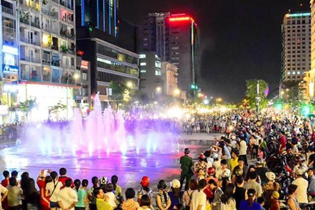 TP.HCM cấm quảng cáo trên phố đi bộ Nguyễn Huệ
