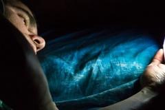 Ánh sáng màn hình smartphone tác hại đến não thế nào?