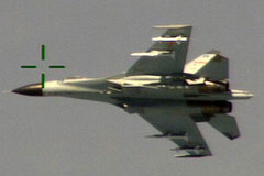 Chiến đấu cơ Trung Quốc tạt đầu máy bay Mỹ
