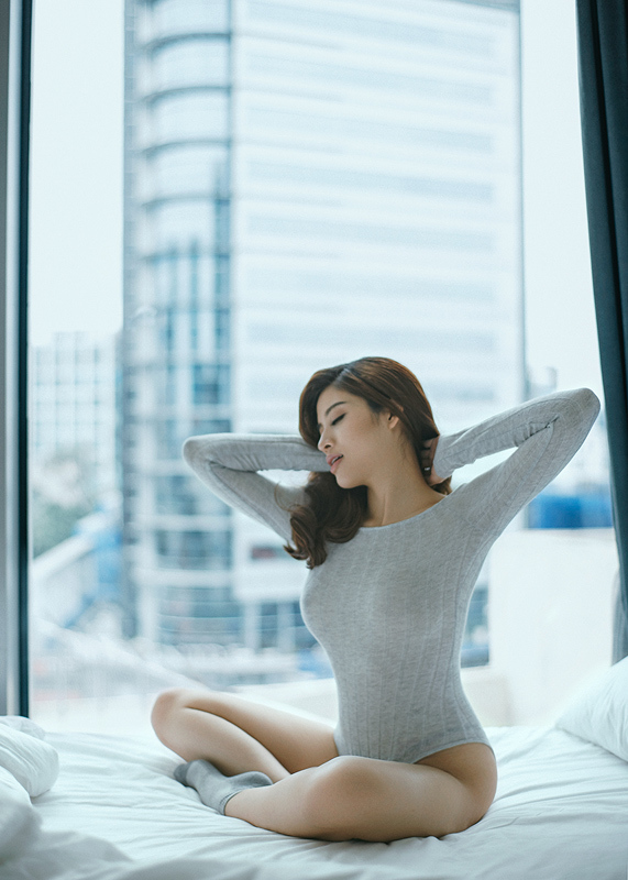 Hoa hậu Du lịch Việt tung ảnh bán nude gợi cảm