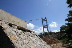 Sụt lún nghiêm trọng tại cầu treo dân sinh gần 6 tỷ