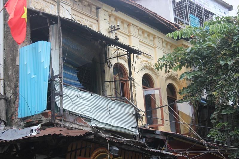 Những ngôi nhà khó tin trên 'đất vàng' thủ đô
