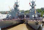 Thượng cờ hai tàu tên lửa hiện đại 379 và 380