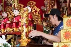 Sự kỳ bí về bức tượng gỗ trên bàn thờ Tổ của Hoài Linh