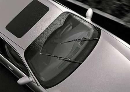 Cấp cứu ngay ôtô sau khi đi mưa to