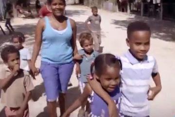 """Hiện tượng """"gái biến thành trai"""" kỳ lạ ở Dominica"""
