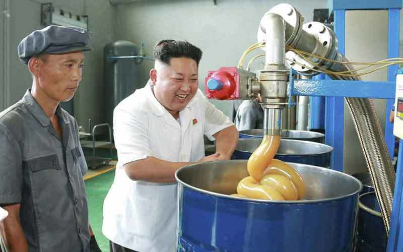Kim Jong Un thưởng gấp đôi lương cho toàn dân