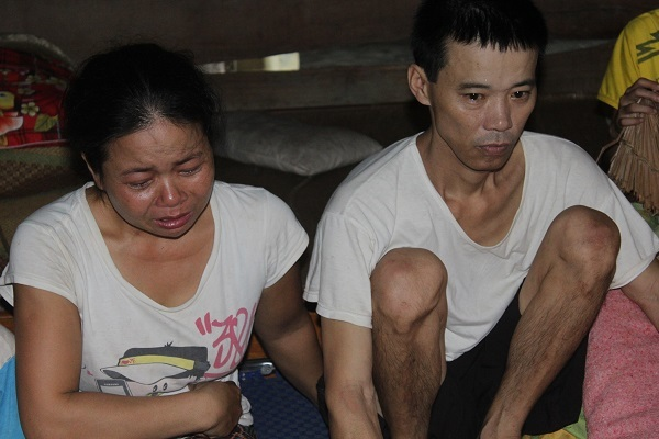 Nước mắt của người đàn bà xin sự sống cho chồng con